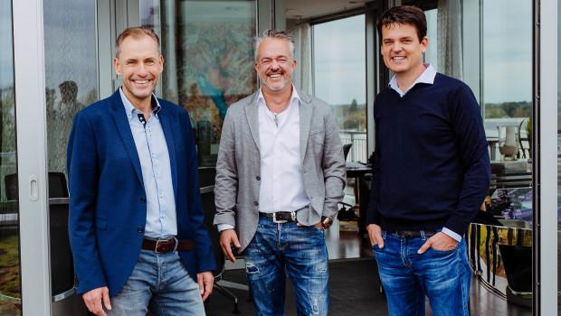 Freuen sich über das Rekord-Halbjahr (von links): Geschäftsführer Dr. Hans-Jörg Gidlewitz, Unternehmensinhaber Torsten Toeller und Geschäftsführer Dr. Johannes Steegmann.