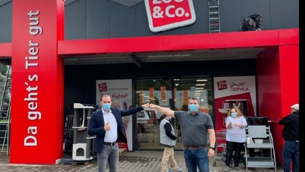 Orland Mikrut, Markenleiter von Zoo & Co. (links) und Sven Müller, Marktleiter des Marktes in Idar-Oberstein, freuen sich über den neuen Fachmarkt.