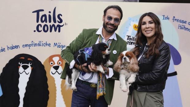 Familie Williams und ihre Hundedamen Sissi und Franzi.
