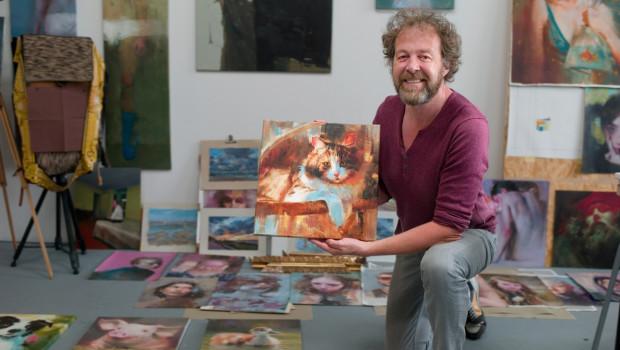 Der Kölner Porträtmaler Torsten Wolber wird Ölporträts der Gewinner-Katzen fertigen.