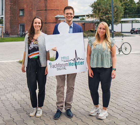 Freuen sich auf das Fachforum Heimtier Digital: die Takefive-Prokuristinnen Johanna Ehlke (links) und Sharon Martin sowie Geschäftsführer Stephan Schlüter.